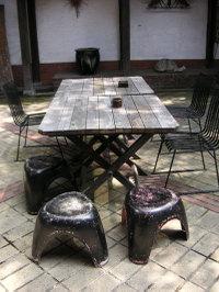 光原社 中庭にあるテーブル