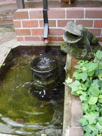 光原社 中庭のカエル